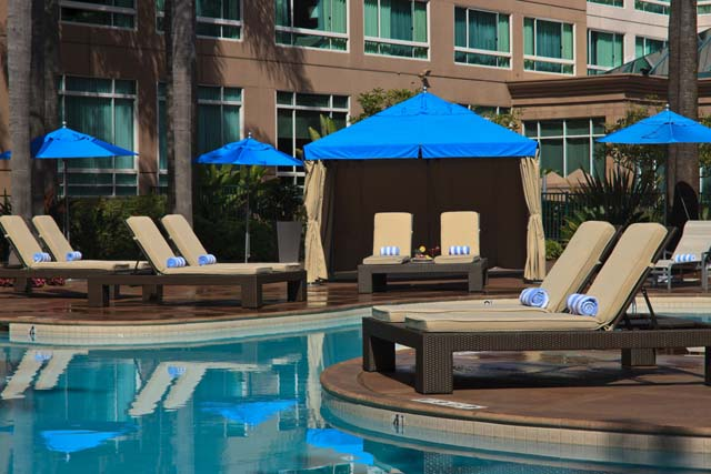 Highlight doubletree del mar san diego bray whaler international for Hotels in bray with swimming pool